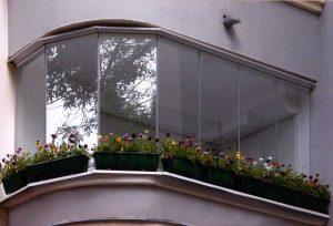 balkonu-stiklinimas-namui