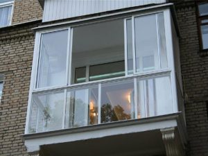 balkonu-stilinimas-daugiabutis