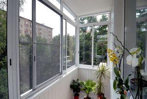 balkonu-stiklinimas-daugiabutis